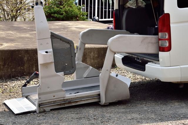 【車用リフトの価格と評判】車椅子利用者におすすめ